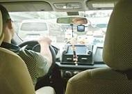 大学生当专车司机引争议