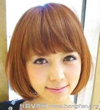 2013最新简单减龄齐刘海短发烫发发型