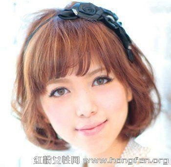 2013最新简单减龄齐刘海发型烫发三国QQ短发女发型步步生金图片