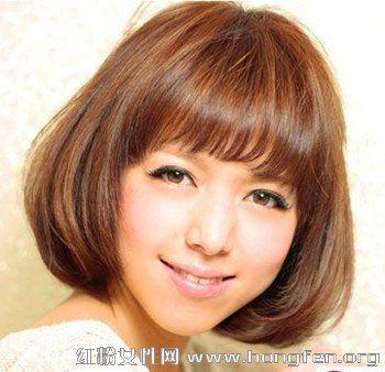 2013最新简单减龄齐刘海短发烫发发型_无锡微