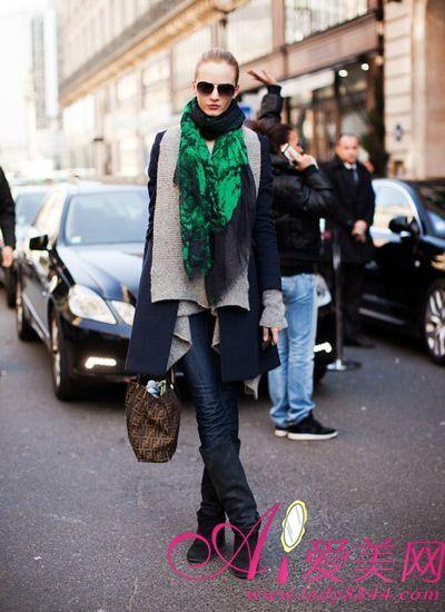 绿色印花围巾搭配