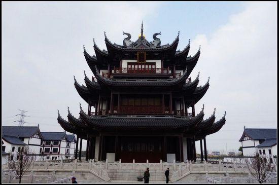 观音塔:又称舍利塔,其前身为华藏塔