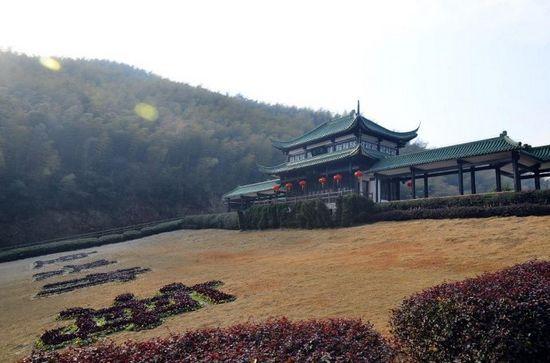 宜兴竹海风景区位于江苏省宜兴市区西南31