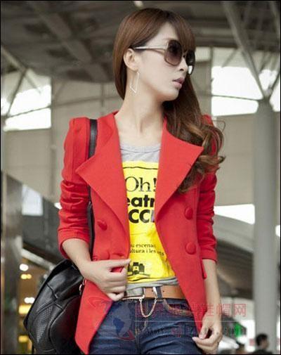 红色小西装外套