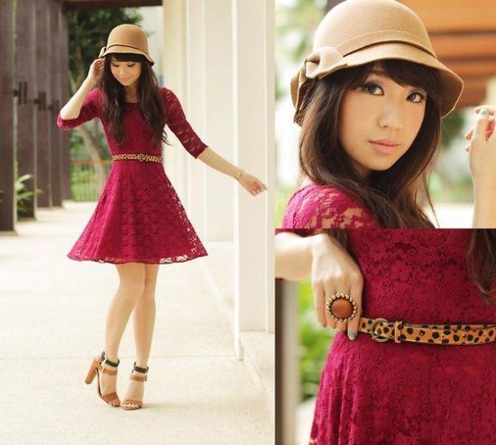 玫红色蕾丝连衣裙
