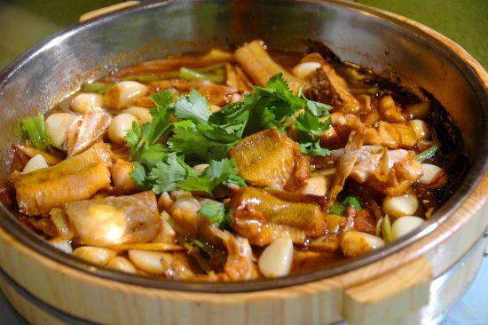 """如东海鲜菜肴,突出本味,重在一个""""鲜""""字,这道三鲜烩竹蛏受到了大家"""