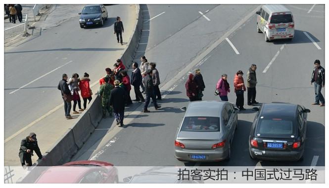 拍客实拍:中国式过马路