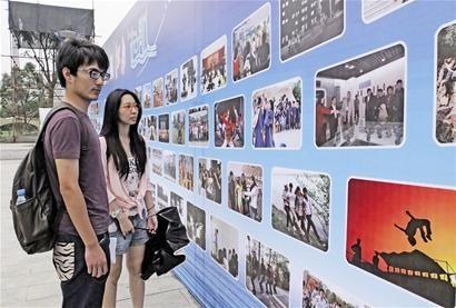江南大学毕业季竖起图片墙百幅照片留回忆(图)