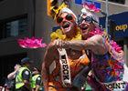 加拿大多伦多举行同性恋自豪巡游