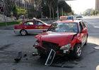 价值四百万宾利车撞上出租车门维修需二十万