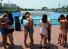 20多对情侣接吻大赛现场比拼各种姿势