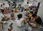 杭州部分街道停电数百居民到地铁站纳凉