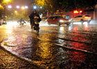 杭州遭遇冰雹袭击多条道路出现严重积水