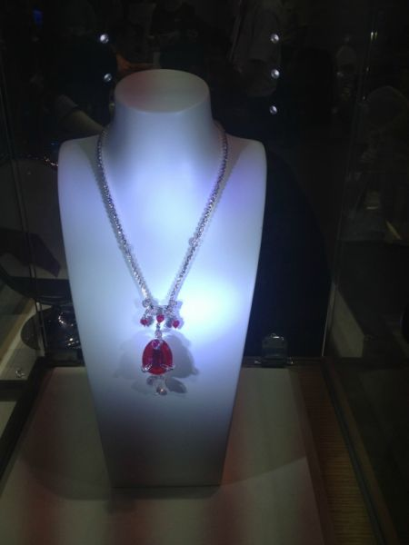 富春山居图中林志玲戴过的顶级红宝石项链-电影 富春山居图 千万元级图片