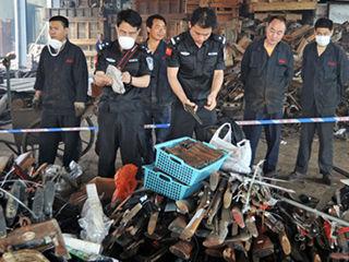 警方销毁收缴枪支