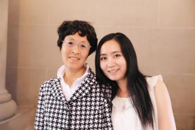 谭旭和妈妈在一起