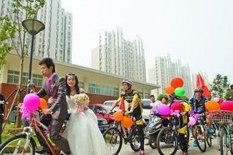 锡城上演单车婚礼