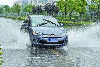 锡城遭遇暴雨考验