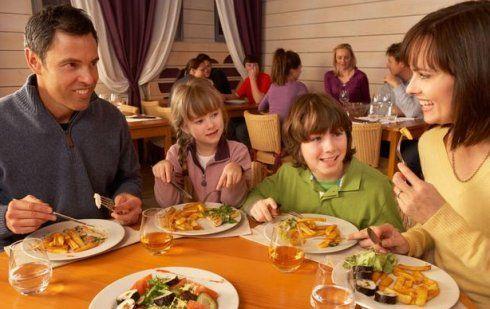 餐桌上也能教育孩子 且看美国父母怎么做