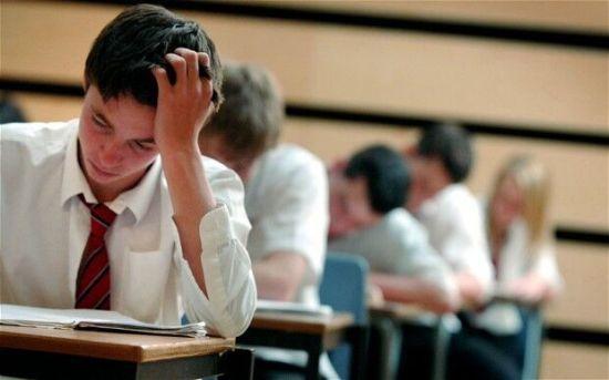 """英中学毕业考""""挂科""""率居高 学校或面临罚款"""