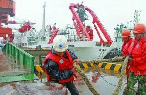 蛟龙号母船抵江阴