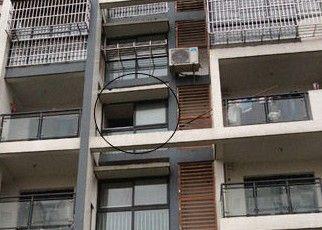 男子爬窗不慎坠楼