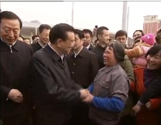 视频:李克强总理在无锡调研 与清洁工拉家常
