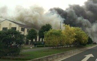 视频:实拍无锡新安一旧厂房火灾现场